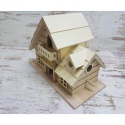 Fa házikó erkéllyel